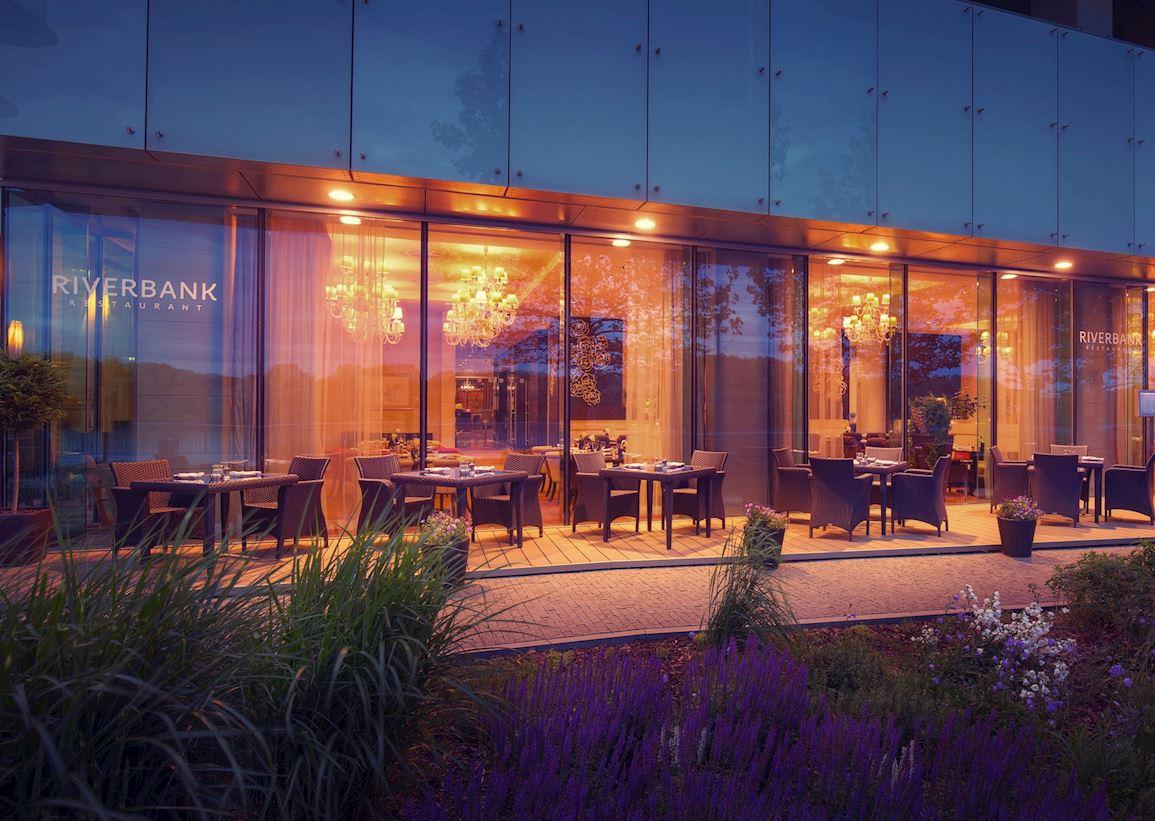 RIVERBANK_exterior_